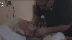 Miłość do końca, pożegnał żonę po 70 latach - miniaturka
