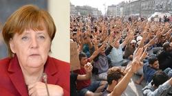 Merkel pod ścianą. Ustąpi w sprawie imigrantów, albo straci poparcie CSU - miniaturka
