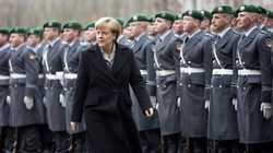 Angela Merkel otworzyła granice dla uchodźców ale do domu ich nie zaprosi - miniaturka