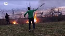 Turecka policja bije migrantów, którzy nie chcą forsować granicy - miniaturka