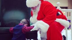 Wzruszające! Chłopczyk modli się ze św. Mikołajem o bożonarodzeniowy Cud - miniaturka