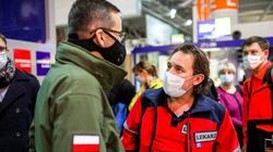 Polski rząd wysyła samolot z medykami do UK. Mają pomóc kierowcom wrócić do kraju - miniaturka
