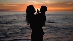 Czy można dyskryminować i stygmatyzować matki? - miniaturka