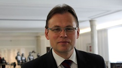 TYLKO U NAS! Arkadiusz Mularczyk dla Frondy: Polski rząd nie ustąpi pod naciskiem organów UE! - miniaturka