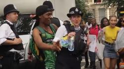 Tak policja 'zabezpiecza' festiwal w Londynie! SKANDAL!(WIDEO) - miniaturka