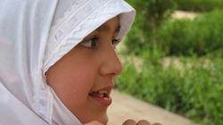 Dyscyplina po muzułmańsku. Ogoliła córce głowę, bo nie chciała nosić hidżabu - miniaturka