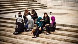 Deportacje za nieznajomość języka, zakaz burek. W Wielkiej Brytanii idą zmiany! - miniaturka