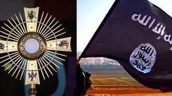 Ksiądz ryzykował życiem - obronił Najświętszy Sakrament przed ISIS - miniaturka
