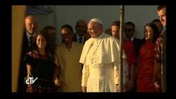 Rozpoczęło się nocne czuwanie z Papieżem. Pierwsze świadectwa cudów rozpoczęte! - miniaturka