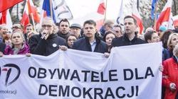 Gmyz: Działacze PO dostali już SMS-y, że każdy, kto dostał stanowisko dzięki tej partii, ma koniecznie 7 maja pojawić się w Warszawie - miniaturka