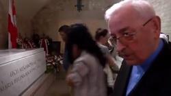 Skandal! Bp Pieronek atakuje rząd we francuskiej TV. ''W Polsce nie ma demokracji'' - miniaturka