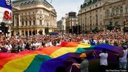 """""""Katolicy"""" LGBT będą """"ewangelizować"""" gejów. Kardynał to """"rozumie"""" - miniaturka"""