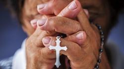 Badania pokazują jasno: Osoby religijne są po prostu…. - miniaturka