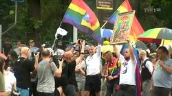 Symboliczne! Polska policja broni Jasnej Góry przed tęczową nawałnicą! - miniaturka