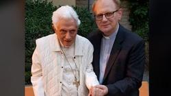 Abp Ganswein oBenedykcie XVI: Fizycznie jest bardzo słaby - miniaturka