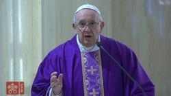 Dziś ogłoszony przez papieża Franciszka dzień modlitwy, postu i dzieł miłosierdzia w intencji powstrzymania pandemii koronawirusa - miniaturka