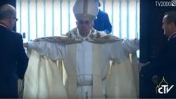 Rok Miłosierdzia rozpoczęty! Papież otworzył Drzwi Święte w Rzymie  [wideo] - miniaturka