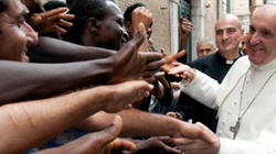 """Papież Franciszek: """"Migranci i uchodźcy są dla nas wyzwaniem"""" - miniaturka"""