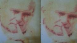 Z obrazu Papieża Jana Pawła II popłynęły ... krwawe łzy? - miniaturka