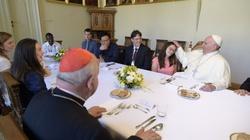 Obiad młodzieży z papieżem: To było jak rodzinny obiad z tatą - miniaturka
