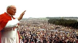 Kard. Stanisław Dziwisz: Ta pielgrzymka Jana Pawła II zmieniła radykalnie sytuację Kościoła w Polsce! - miniaturka