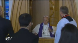 TEJ SPOWIEDZI młodzi nigdy nie zapomną! Papież wyspowiadał 5 pielgrzymów w Łagiewnikach - miniaturka