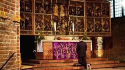 Sztuka Zachodu: Nagie kobiety i prezerwatywy w kościele - miniaturka