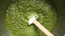 Przepis na idealne domowe zielone pesto - miniaturka
