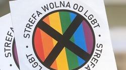Onet: Sąd nakazuje ,,Gazecie Polskiej'' usunąć naklejki - miniaturka