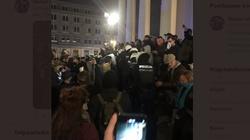 Warszawa Teraz! Lewacy atakują kościół na Pl. Trzech Krzyży [Wideo] - miniaturka