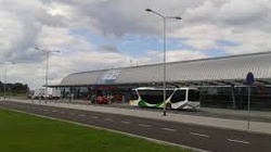 Po telefonie alarmowym ewakuowano terminal pasażerski na lotnisku w Modlinie - miniaturka