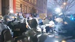 Feministki znowu na ulicach. Mają tak protestować do … Sylwestra [Wideo] - miniaturka