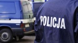 Policjanci uratowali kobietę z płonącego mieszkania - miniaturka