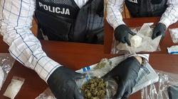 Nietypowy finał interwencji ratującej życie. Policjanci odkryli ponad ćwierć kilograma narkotyków - miniaturka