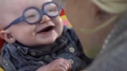 Chłopiec pierwszy raz widzi swoją mamę. Reakcja chwyta za serce - miniaturka