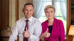 Prezydent z Małżonką do maturzystów: Zapnijcie pasy, Będzie dobrze! - miniaturka