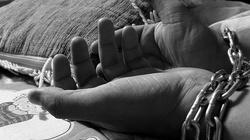 Horror na Ukrainie! Nauczycielka usiłowała sprzedać dziewczynkę handlarzowi organów - miniaturka