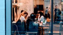 Czechy luzują obostrzenia. Restauracje, siłownie, sklepy i hotele otwarte już od czwartku  - miniaturka