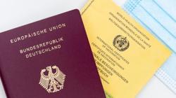 W Niemczech wzrasta liczba fałszerstw paszportów szczepionkowych - miniaturka