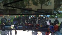 Rosyjscy kibice zabarykadowali się w autobusie. Do akcji wkracza konsul! - miniaturka