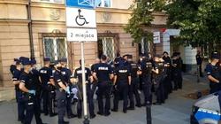 Policja: 11 zatrzymań w czasie Marszu PW - miniaturka