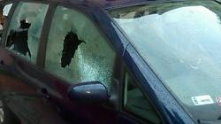 Zdemolowano samochód radnego PiS! Chodzi o Żołnierzy Wyklętych? - miniaturka