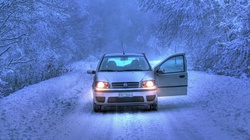 Zimowe mity na temat samochodów. Czy grzać silnik przed jazdą? - miniaturka