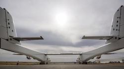 To największy samolot świata! Będzie m.in. wynosił w kosmos rakiety [ZOBACZ FILM] - miniaturka