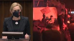 Poseł Nowacka potraktowana gazem na ,,Strajku Kobiet''. Prokuratura: Policjant działał właściwie  - miniaturka