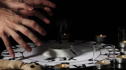 Zobacz co dzieje się z człowiekiem, który odbył seans spirytystyczny MOCNE ŚWIADECTWO! - miniaturka