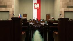 Po burzliwej debacie Sejm przyjął uchwałę PiS - miniaturka