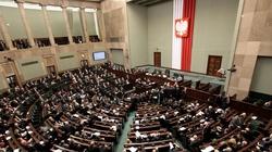Gorąco w Sejmie. Poseł PiS do opozycji: To straszenie Polaków i zamach na praworządność. Nie macie wstydu! - miniaturka