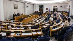 Senat przyjął uchwałę ws. wolnych mediów autorstwa KO - miniaturka