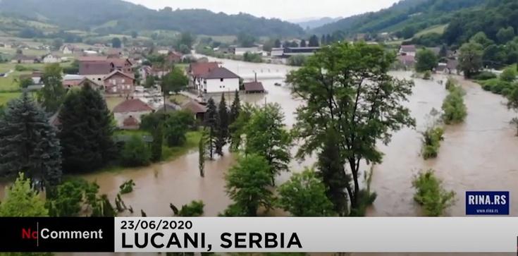 Tragedia w Serbii: Powódź porywa domy - zdjęcie